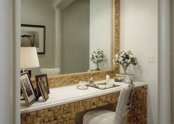 Beautiful-Dressing-Table-with-Large-Mirror